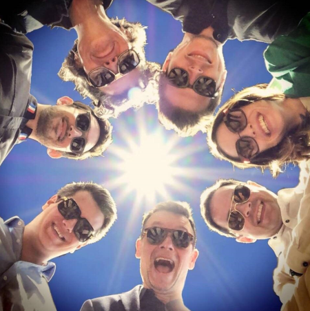 L'équipe du magasin se met en scène à l'occasion de la journée du soleil