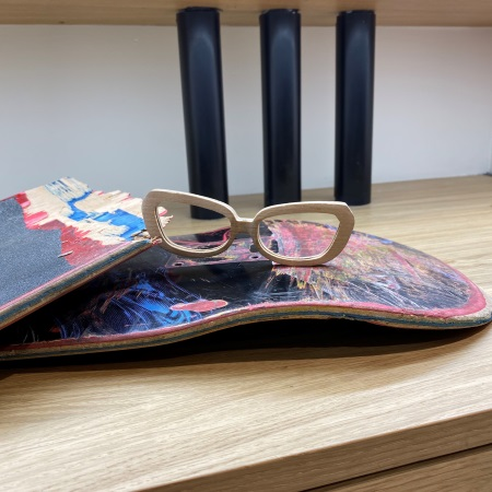 Le client peut amener son propre matériau pour sa monture.«Des jeunes viennent recycler leur skateboard»
