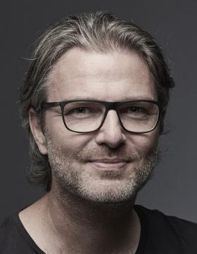 Du mouvement et un nouveau directeur créatif chez Cazal Eyewear