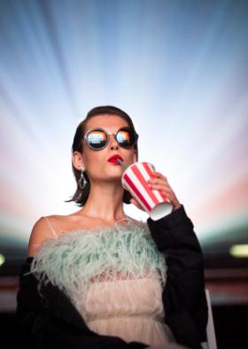 Prada Eyewear s'invite au cinéma avec sa campagne digitale 2017