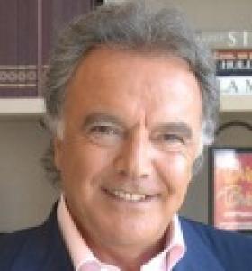 Alain Afflelou s'engage avec Carte Blanche Partenaires