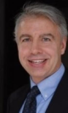 « Marc Simoncini ne fait pas son job et c'est pourquoi nous allons le faire à sa place », déclare Jean-Pierre Champion, directeur général de Krys Group