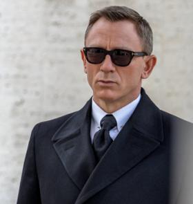 James Bond : les lunettes Tom Ford et plusieurs produits du dernier opus mis aux enchères