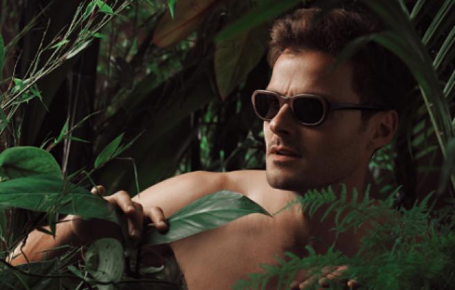 Essences de bois, acétate et lunettes tout en rondeur : la collection capsule de Patrick Jouin pour Hakino