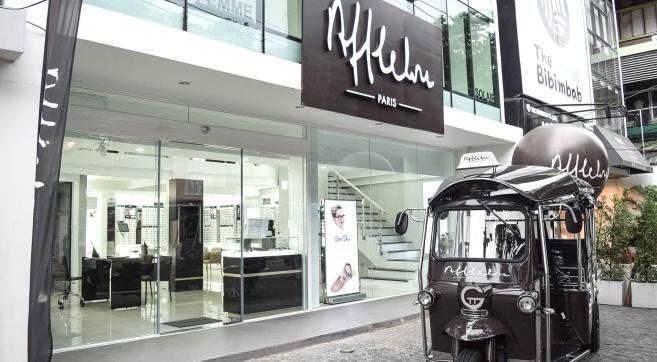 Benjamin Richard, franchisé Alain Afflelou, est à la tête de ce point de vente en duplex de 170 m², situé dans la capitale thaïlandaise.