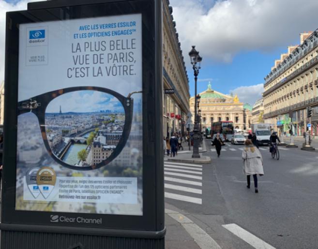 Essilor a déployé 300 panneaux d'affichages dans Paris