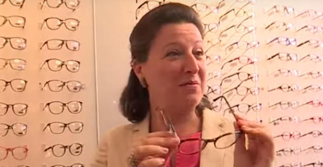 Agnès Buzyn s'est rendue chez un opticien mutualiste à Rouen (76), pour promouvoir le dispositif de la réforme 100% Santé