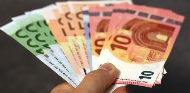 Stop aux paiements en cash. Notre secteur y est de plus en plus favorable !