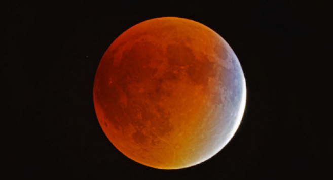 Eclipse lunaire la plus longue du siècle ce vendredi : comment l'observer en France ?