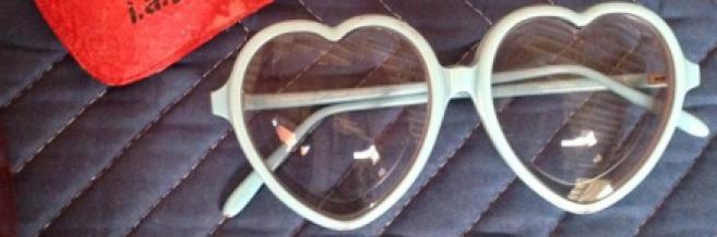 Les lunettes cœur d'Elton John volées puis retrouvées !