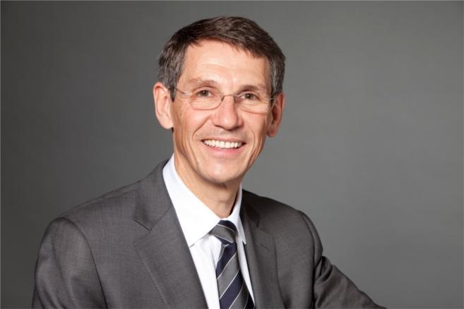 Dans un contexte tendu, Hubert Sagnières confiant pour la croissance d'Essilor International