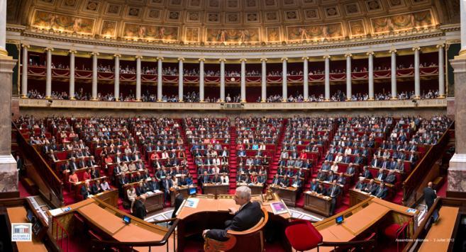 Loi Hamon : le Parlement en session extraordinaire à partir du 1er juillet