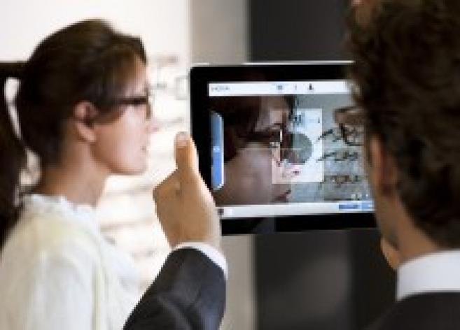 Hoya lance son kit « visuReal » pour des prises de mesure nouvelle génération via iPad
