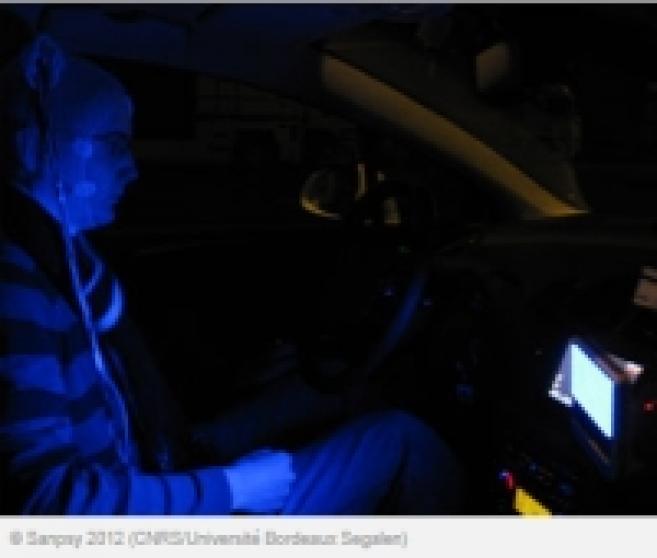 De la lumière bleue embarquée contre la somnolence au volant