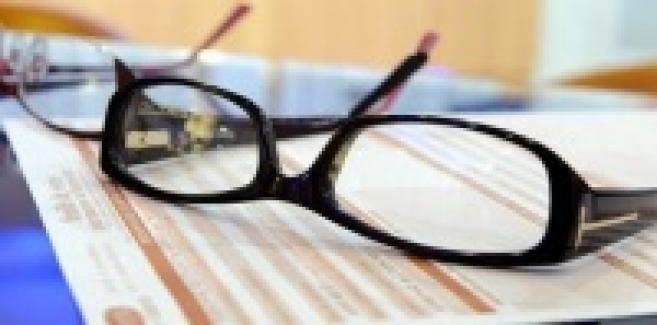 Les renoncements aux achats de lunettes pour raisons financières reculent