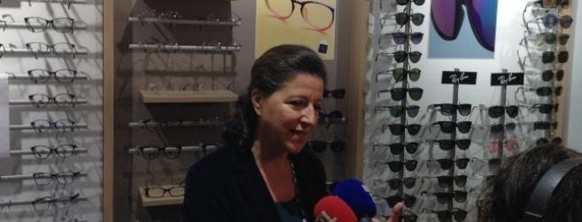 Agnès Buzyn s'est déplacée chez un opticien mutualiste parisien pour observer les débuts de la réforme 100% Santé