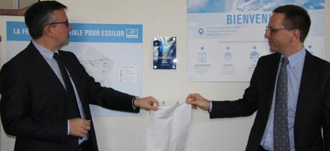 Essilor se voit remettre le label Origine France Garantie, en marge de la Semaine de l'Industrie