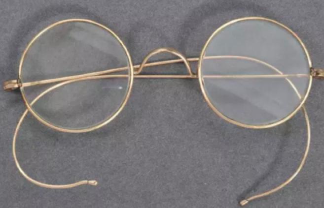 La paire de lunettes de Gandhi a atteint 288 000 euros aux enchères