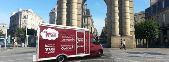 Bordelaise de Lunetterie et Profession Opticien ont imaginé un camion appelé « le Lunootruck » afin de sillonner la Gironde (33) et la Charente-Maritime (17)