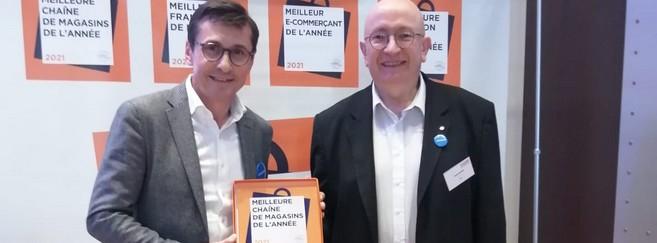 Eric Plat, PDG d'Atol, reçoit le prix de la « Meilleure chaîne de magasins »