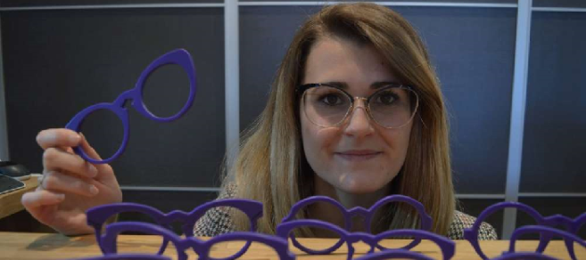 « Meg Eyewear » : A 23 ans, cette jeune opticienne lance sa première collection Made in France