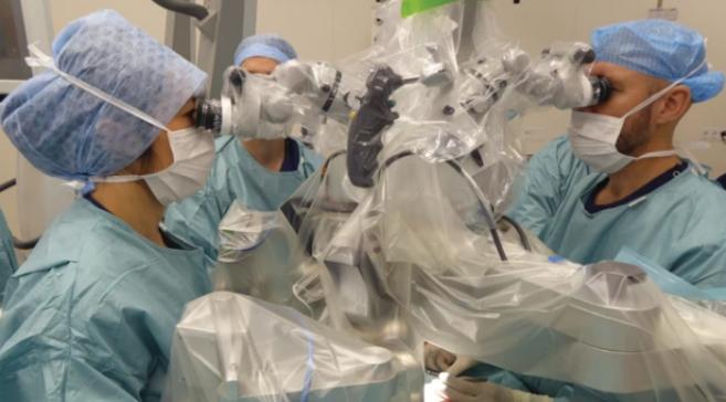 Première expérience réussie de super-microchirurgie chez des humains