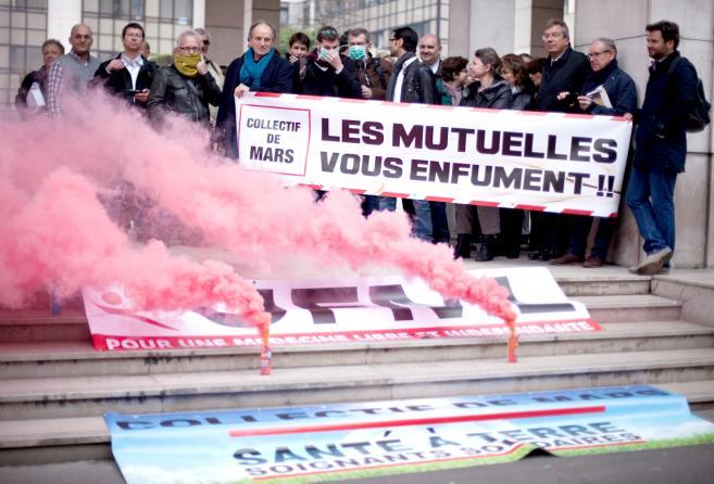 Les Olu toujours combatifs avec le Collectif de Mars, devant la Mutualité Française !
