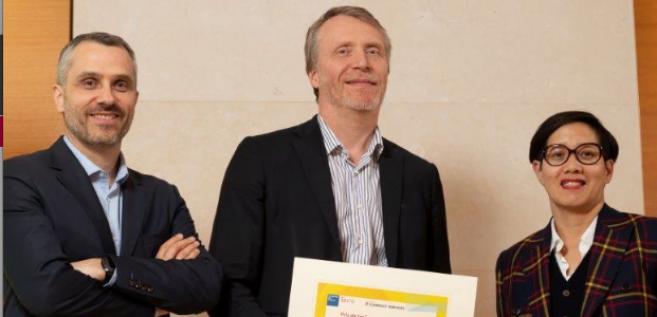 Michel Pâques a reçu le prix de l'œil pour ses travaux