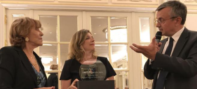 Yves Jégo (à droite) a remis à Krys Group le prix du Jury