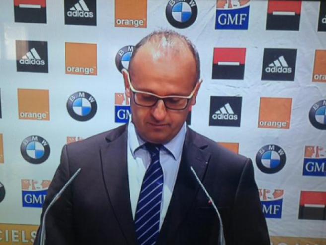 Les lunettes de Philippe Saint-André, sélectionneur du XV de France, créent le buzz sur le web !