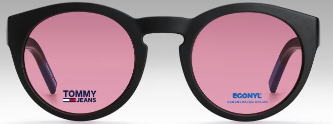 La collection de lunettes Tommy Jeans a été réalisée avec le matériau Econyl