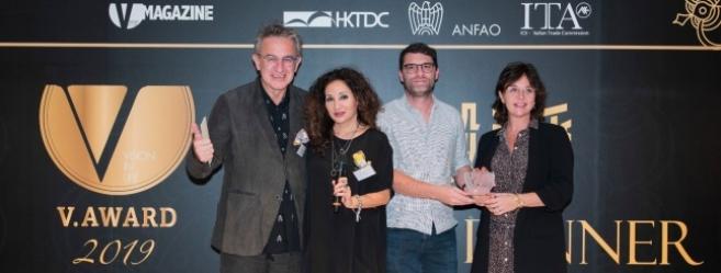 A droite, Denis Bellone (Morel) et Nathalie Blanc (Nathalie Blanc), lauréats du V Award.