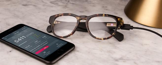 Un géant de l'optique américain lance des lunettes connectées équipées d'un tracker d'activité