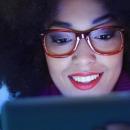 Protéger les yeux de vos clients de la lumière bleue nocive est un enjeu majeur: pourquoi est-ce si important?