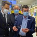Une ministre chez un opticien pour vérifier la mise en place du 100% Santé