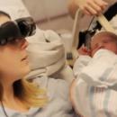 Aveugle, cette maman voit son bébé pour la première fois