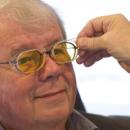 DMLA: ce verre améliore la vision à travers 3 caractéristiques majeures. Témoignage d'un opticien.