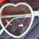 Les lunettes cœur d'Elton John volées puis retrouvées!