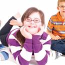 Comment équiper en lunettes les enfants porteurs de trisomie 21? Acuité vous fait découvrir une solution
