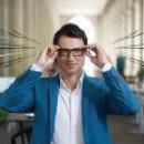Essilor dévoile son nouveau film pour Varilux « Le Héros moderne »