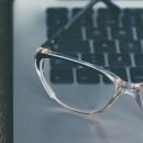 Les lunettes anti-lumière bleue améliorent la productivité au travail