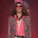 Gucci imagine une campagne décalée pour sa nouvelle collection de lunettes
