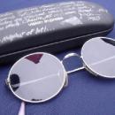 4 000 euros pour les lunettes cassées de John Lennon