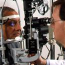 Une longue file d'attente pour une prise de rendez-vous chez l'ophtalmologiste!