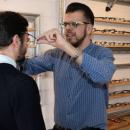 Cet opticien troque régulièrement ses lunettes pour sa clarinette