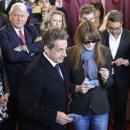 Municipales: Les lunettes noires de Carla Bruni-Sarkozy créent la polémique sur les réseaux