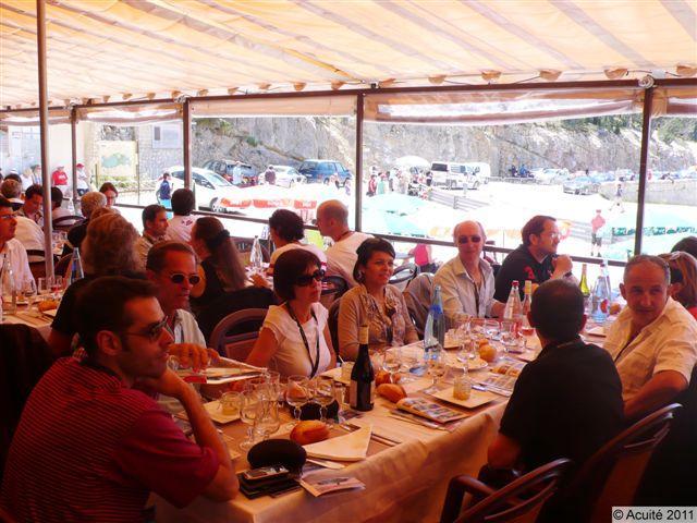 Un bon repas au Chalet du Reynard, le soleil est fort et il fait chaud !