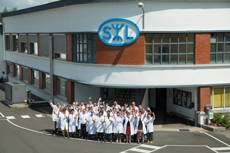 L'équipe du SL Lab ayant réalisé le verre de +70 D