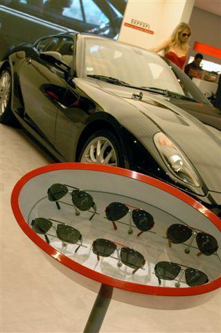 Rêve encore sur le stand Marcolin avec la dernière Ferrari et sa collection de lunettes
