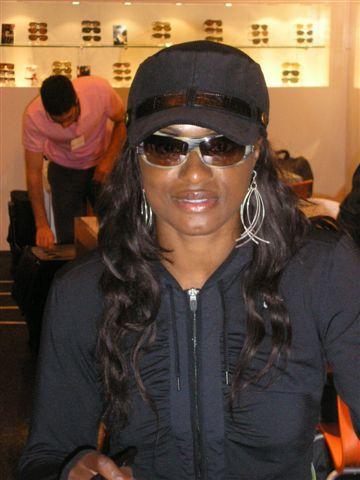 La championne Eunice Barber sur le stand Marchon